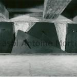 « Pièta », 1983/1988 Station de métro, place de l'Yser, Bruxelles,  haut relief en acier sur béton brut,  recto et verso 320x950c